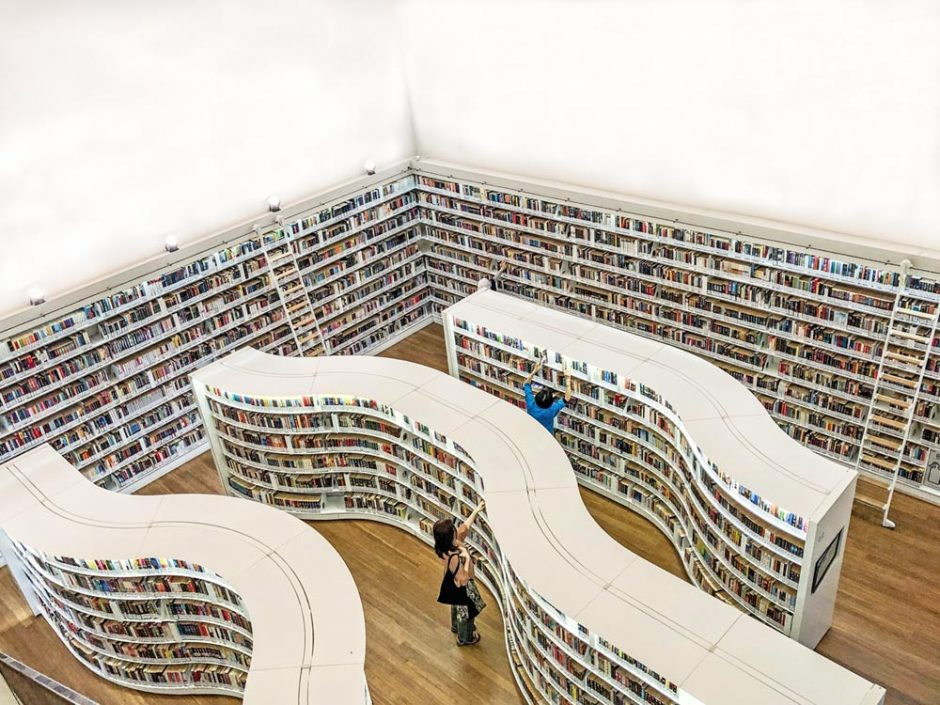 The modern Library@Orchard is located in one of the most difficult Singapore shopping malls