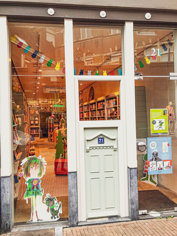 bookshop Adriaan Heinen in Den Bosch has a special children's entrance