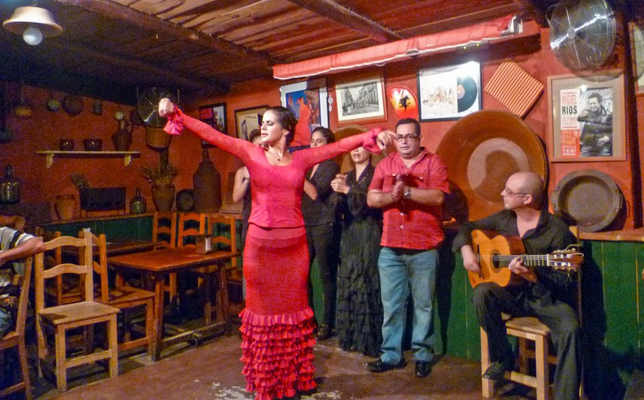 Watch flamenco while eating tapas in Bar T de Triana in Seville