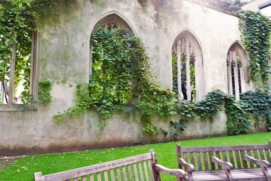 The ancient church turned public park has benches in it allowing visitors to sit comfortably