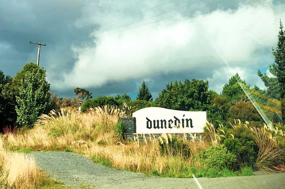 welcome to Dunedin sign