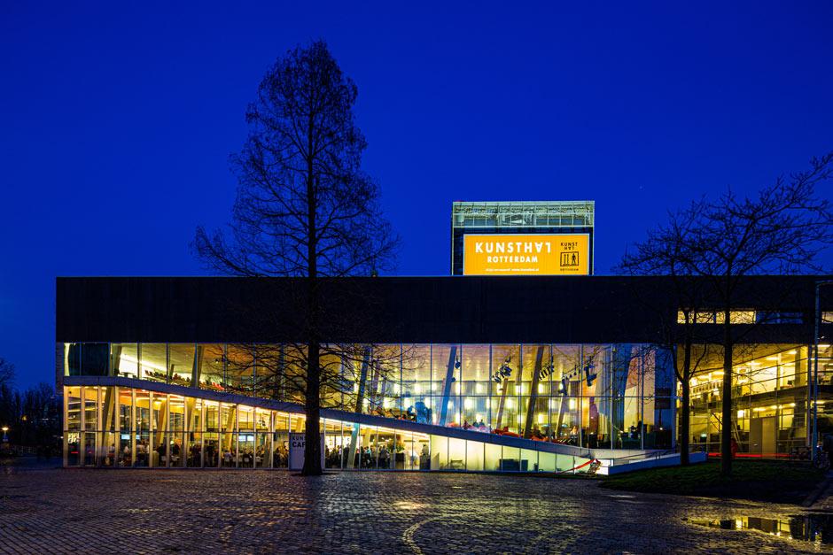 the Kunsthal at night