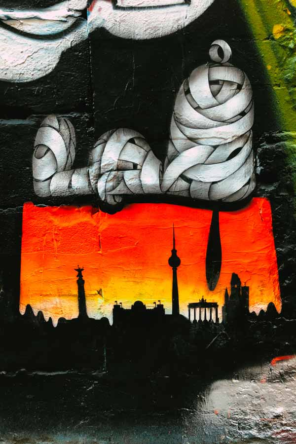 Painting of Snoopy lying on the Berlin skyline by street artist Otto Schade