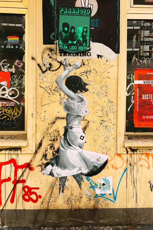 stencil artwork of a dancer on Intimes Kino in Friedrichshain