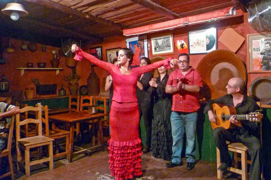 Free flamenco performance at Bar T de Triana just at the edge of Triana neighbourhood