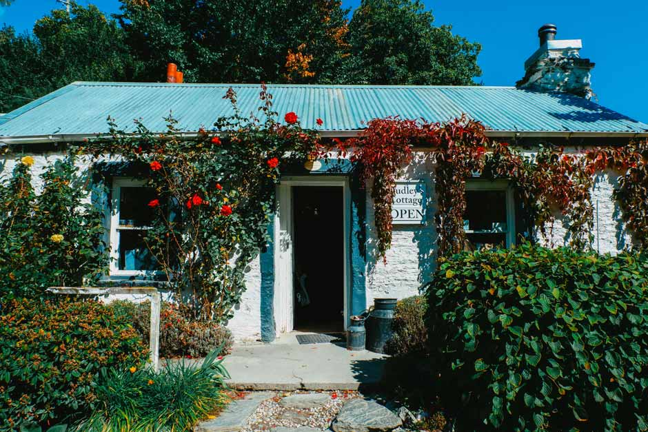 exterior of the pretty café Dudley Cottage in Arrowtown, New Zealand